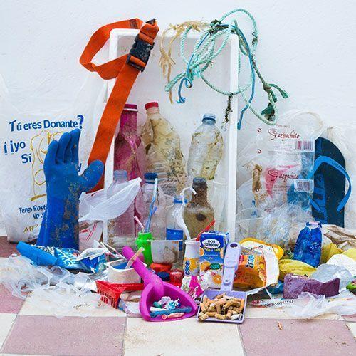 Recogida de plásticos en la playa