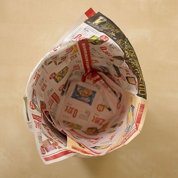 f45867e5f Si vas a poner mucha basura orgánica, te recomendamos poner un par de capas  extra en el fondo para que la humedad no acabe rompiendo el papel.